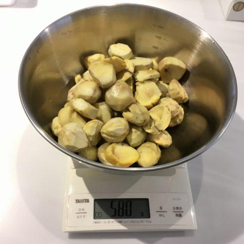 栗の甘露煮、皮むき